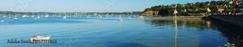 Panorama de l'estuaire de la Rance, depuis Saint-Suliac, Bretagne, France Fototapet