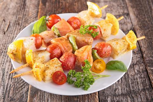 Fotografía  raw fish skewer
