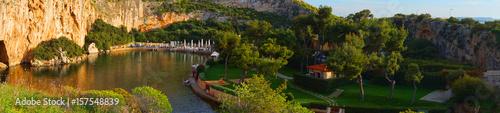 Photo Spring photo of famous Lake Vouliagmeins, Athens riviera, Attica, Greece