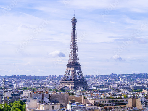 Papiers peints Paris Paris cityscape with Eiffel tower in twilight. view of Eiffel tower from Are de Triomphe