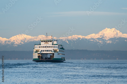 Fotografía  Ferry and Olympic Mountains
