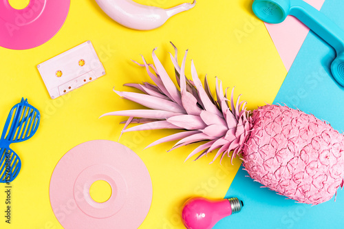 Fotografia  Funky painted objects on a bright background
