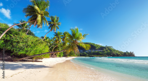 Photo Stands Tropical beach Amazing Anse Takamaka beach on Seychelles.