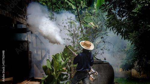 Fototapety, obrazy: Spray mosquitoes