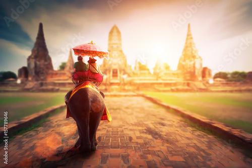 Poster Lieu connus d Asie Tourists on an elephant ride tour of the ancient city Ayutaya ,thailand