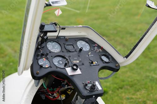 Papiers peints Retro View into a cockpit with the instruments of a sailplane