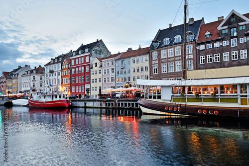 In de dag Stad aan het water Nyhavn -Copenhagen, Denmark