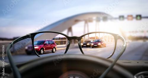 Leinwand Poster  Sehhilfe (Brille) im Straßenverkehr