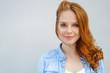 canvas print picture - schöne frau mit blauen augen und roten haaren