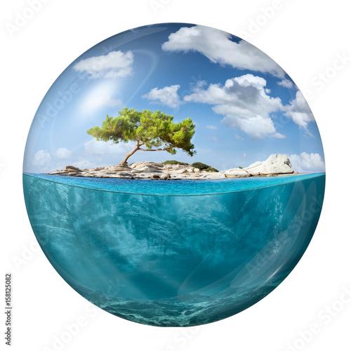 Spoed Foto op Canvas Eiland Idyllic small island with lone tree as globe