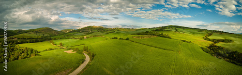 Poster de jardin Colline Beautiful panorama landscape of waves hills in rural nature, Tuscany farmland, Italy, Europe