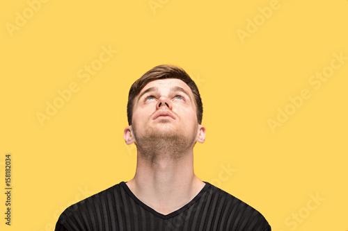 Fotografía  The young man looking up