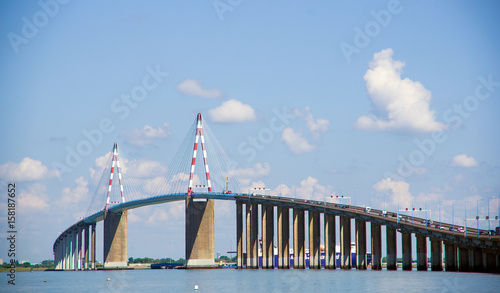 La pose en embrasure Ponts Le célèbre pont suspendu de Saint Nazaire, en Loire Atlantique, France