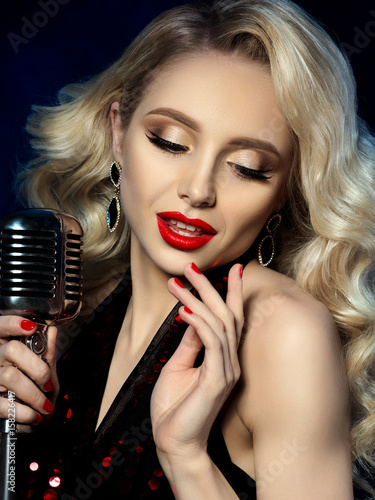 Photo  Portrait of beautiful blond female singer