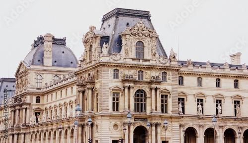 Canvastavla façade extérieure du pavillon mollien,du louvre à paris
