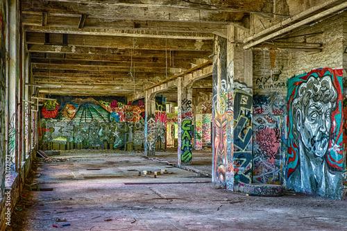 Papiers peints Les vieux bâtiments abandonnés Graffitti