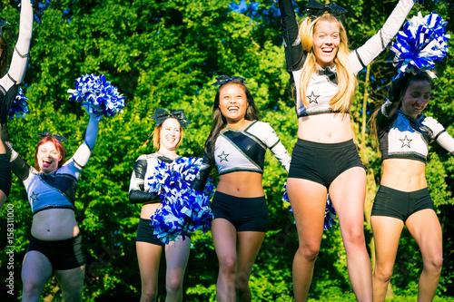 Fotografiet  Cheerleader Team Practicing