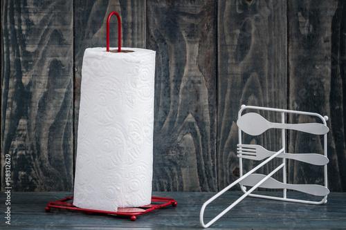 Pinturas sobre lienzo  Rolling Paper Towel Standing Holder