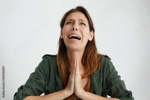 Photo  Portrait of desperate woman begging for mercy and crying