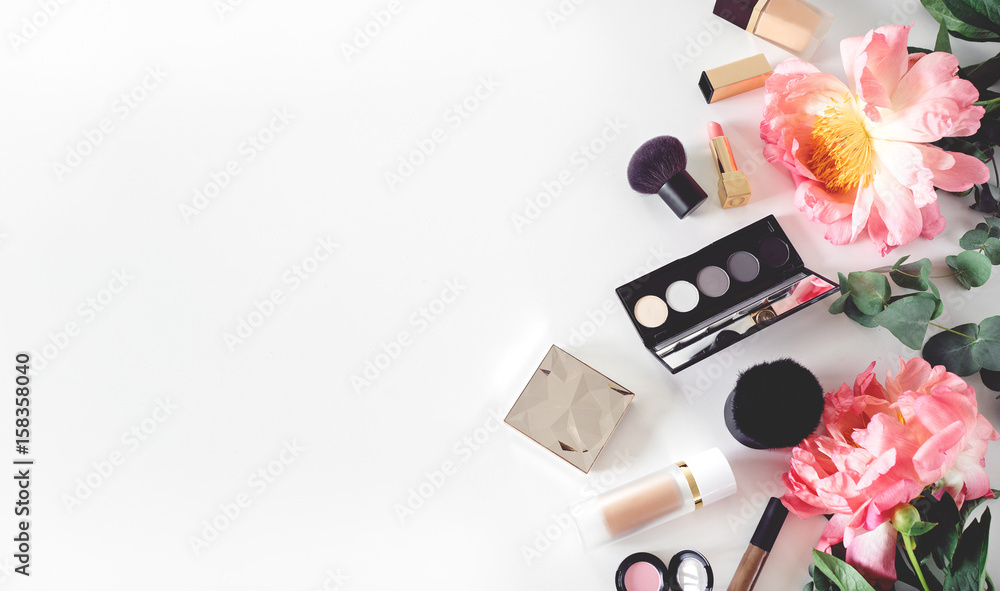 Fototapety, obrazy: set of decorative cosmetics on white table