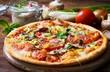 canvas print picture - Vegetarische Pizza mit Gemüse und Kräutern