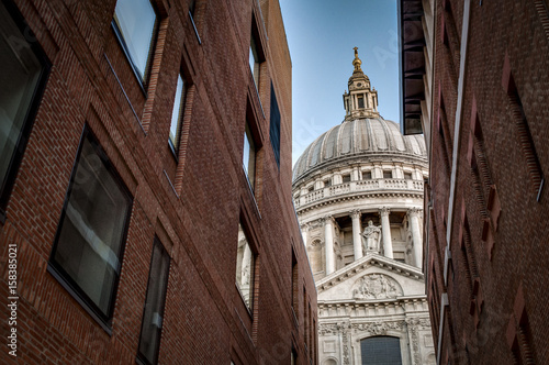 Foto op Canvas Brooklyn Bridge World renowned landmark that is St. Paul Cathedral seen from a narrow alley enclosed by two brick buildings on a sunny day of summer in London, England, UK