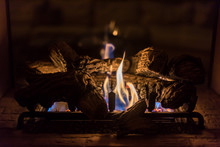Cozy Romantic Gas Log Fireplac...