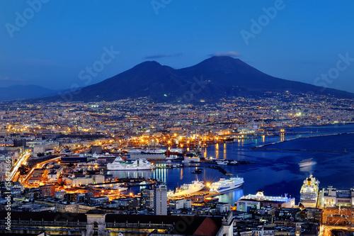 Foto auf AluDibond Neapel Naples and Vesuvius panoramic view at night, Italy