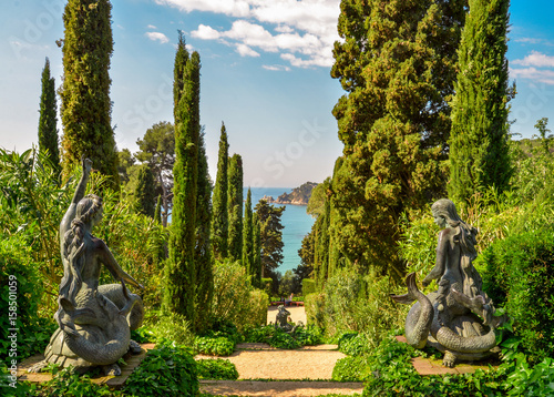 Obraz na płótnie Beautiful sculptures in Santa Clotilde Gardens