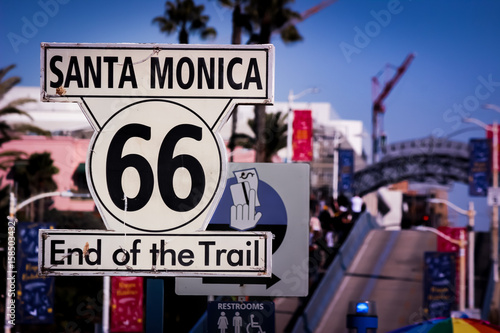 Keuken foto achterwand Route 66 Iconic Route 66 End of Trail Sign at Santa Monica Pier