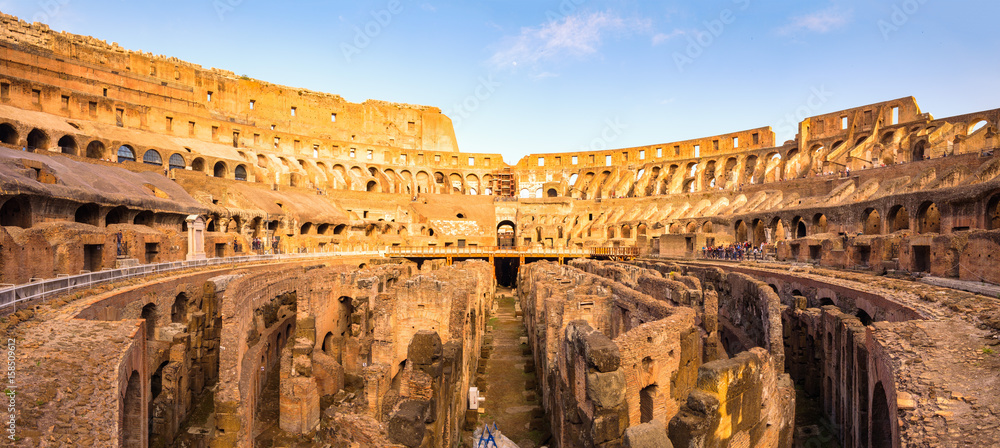 Photo  Panoramic view of Roman colosseum interior at colorful sunset