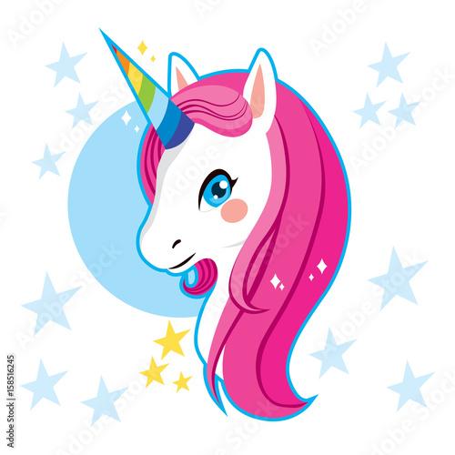 Śliczna magiczna jednorożec głowa z tęczą róg i różowymi włosami