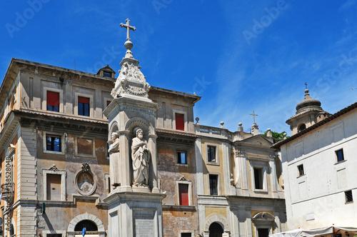 Fotobehang Roma, la piazza della basilica di San Bartolomeo all'Isola Tiberina