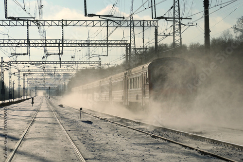 Photo A passenger train goes by rail in winter