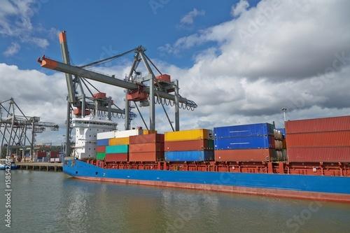 Keuken foto achterwand Schip Container Ship in Port