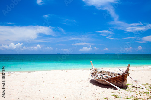 La pose en embrasure Plage beach and fishing boat, koh Lanta, Thailand