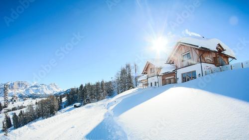 Winter Skihütte in den Dolomiten Fototapet