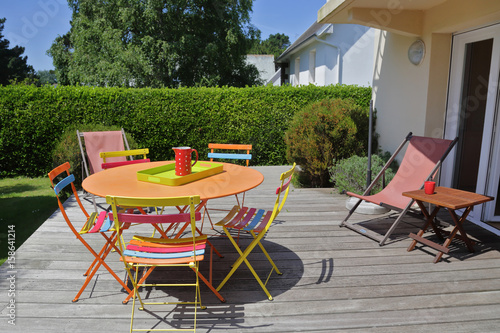 terrasse avec jardin maison en Bretagne – kaufen Sie dieses Foto und ...
