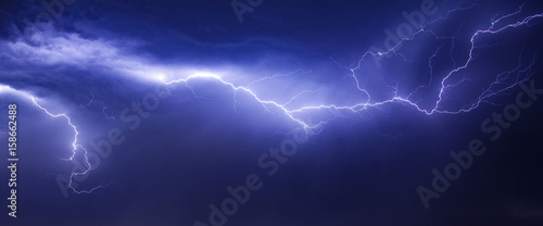 Canvas Print beautiul and dramatic lightning in sky