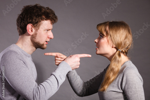 Photo People in fight. Young couple arguing.