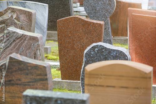 Foto new grave stones