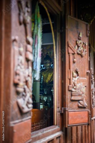 Deurstickers Illustratie Parijs The Buddha looked through the window.