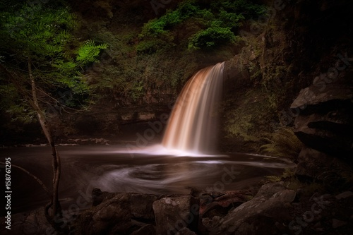 Fotografia A full flow over Lady Falls or Sgwd Gwladus on the river Afon Pyrddin near Pontn