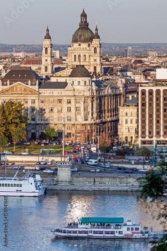 Foto auf Gartenposter Stadt am Wasser St. Stephen basilica of Budapest