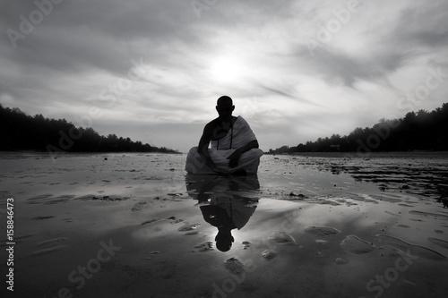 Stampa su Tela Monk novice silhouette land his reflection