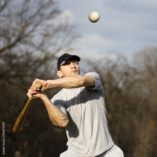 Fotografiet  playing baseball