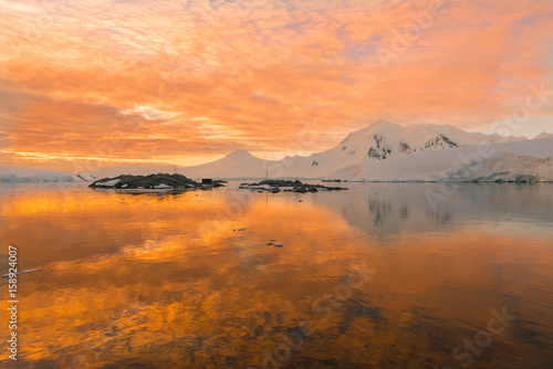 Photo  Magical sunset in Antarctica