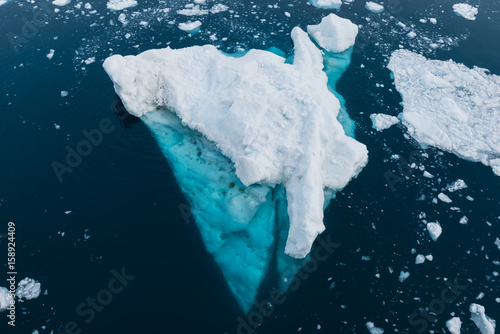 Photo  Beautiful and colorful ice floe in the Weddell Sea, Antarctica