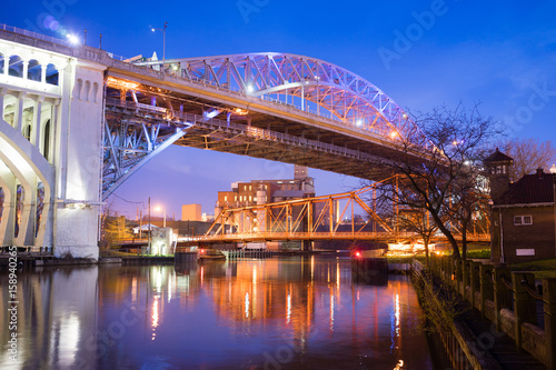 Valokuva  Detroit–Superior Bridge Cuyahoga River in Cleveland, Ohio