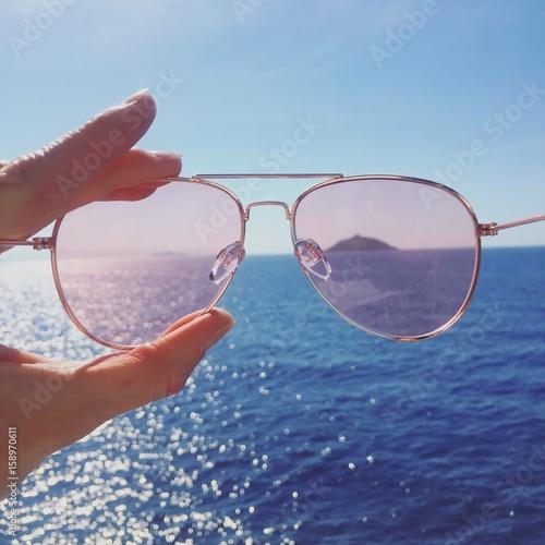 Fotografie, Obraz  mare isola occhiali sole